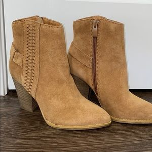 Very Volatile Preston Booties Size 6 Tan